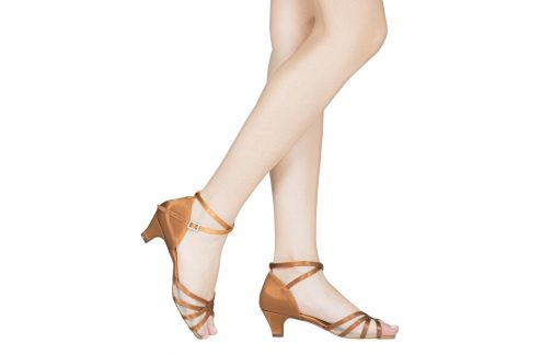Scarpa Da Ballo In Raso Flesh 4 Fasce Con Retina E Incrocio Sulla Caviglia Tacco 3 5 Cm Indossato